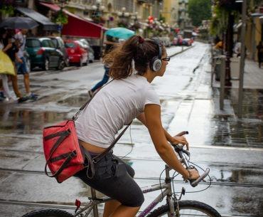 Ποδήλατο ακούγωντας μουσική