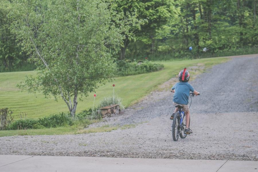 παιδί ποδηλασία